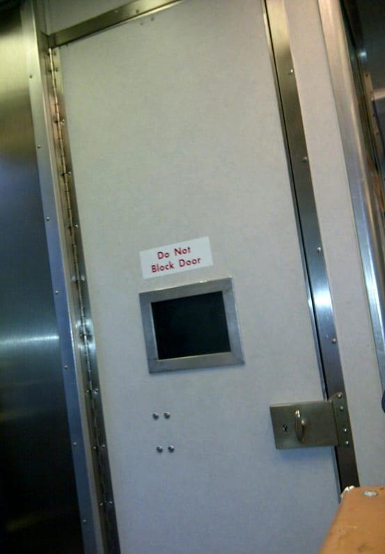 Keywords i ride the harlem line for Do metro trains have bathrooms