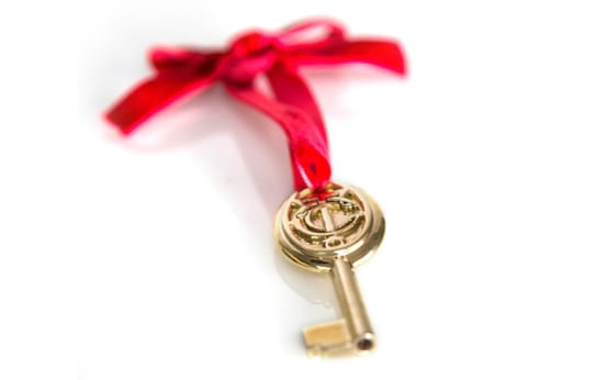 Key in polished brass