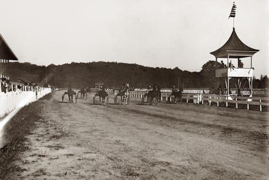 Horse racing at the fair
