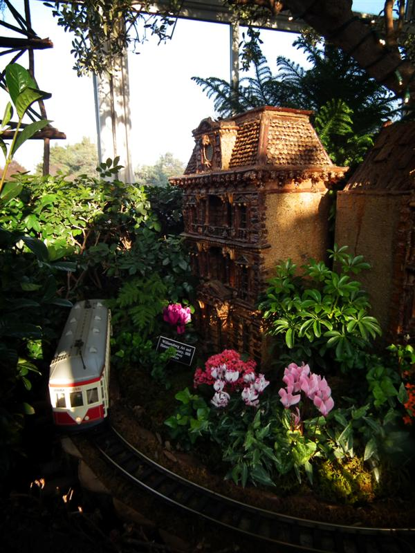 Photos from the holiday train show at the botanical garden Botanical garden train show